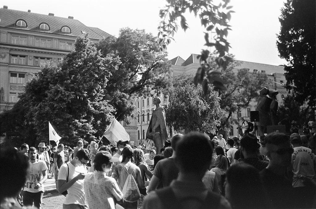 Anti-extremism rally, 4